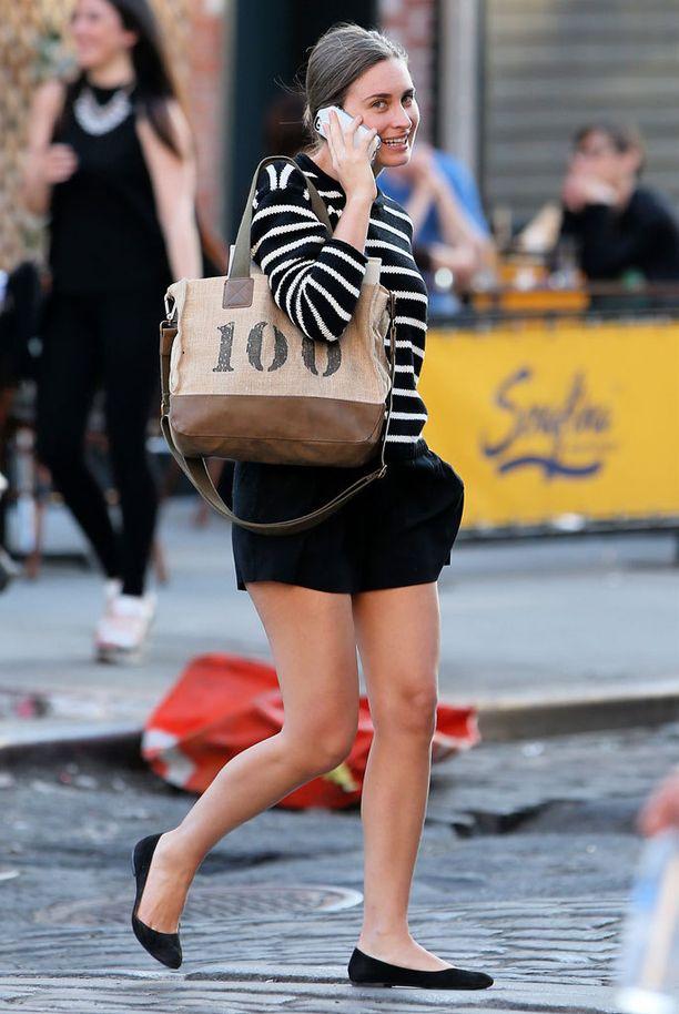 Levenevien sortsinlahkeiden kanssa käyvät kuitenkin hyvin myös matalat kengät.