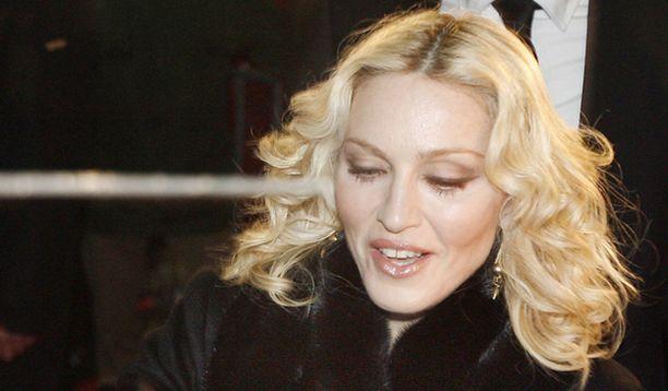 Madonna vaihtaa levy-yhtiöitä.