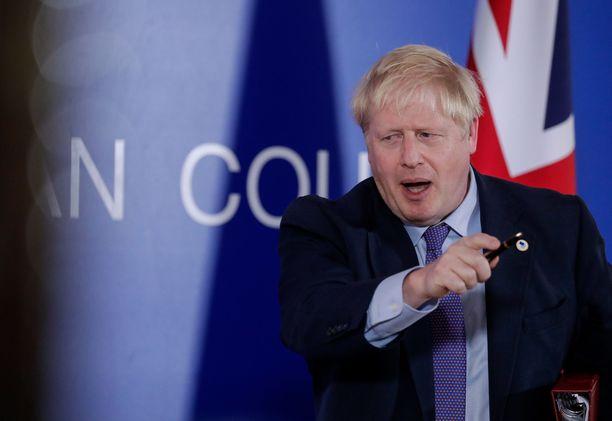 Pääministeri Boris Johnson luotsaa Britanniaa pois EU:sta.