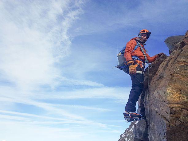 Kesä-heinäkuu vietetään Alpeilla kiiveten 4 000 metriä korkeiden vuorten rinteillä.