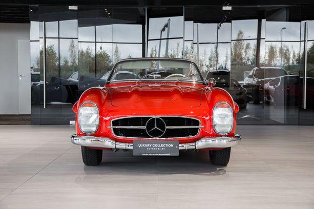 Ylivoimaisesti kallein auto tällä hetkellä: Mercedes-Benz SL 300 Roaster 1 049 000 euroa.