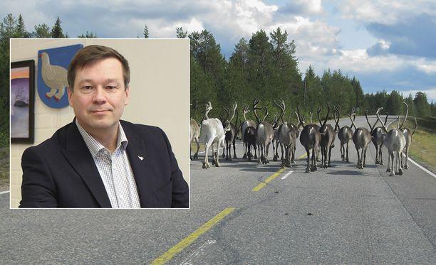 Enontekiön kunnanjohtaja Jari Rantapelkonen kertoo, että porot ovat paenneet paarmoja tunturiin. Tunturiviilennystä hän suosittelee myös paikallisille.
