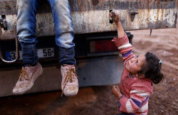 Yksi syyrialaislapsista, jotka ovat paenneet Turkkiin veristä sisällissotaa. Unicefin mukaan lapset joutuvat erityisen suuren väkivaltariskin kohteeksi konflikteissa, mutta valtaosa kuolemista tapahtuu silti alueilla, joissa ei käydä sotaa.