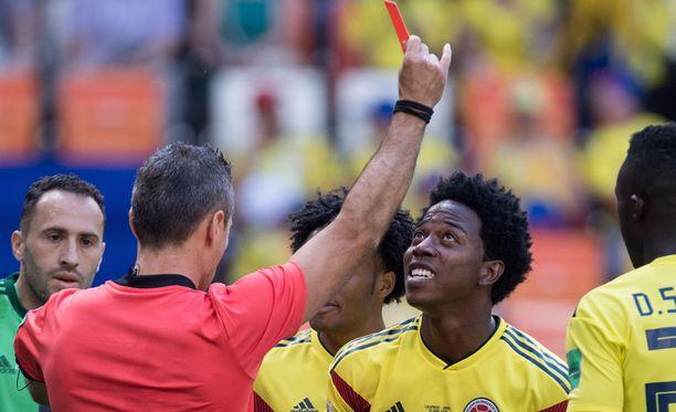 Carlos Sanchez sai katsella punaista korttia jo kolmannella peliminuutilla ottelussa Japania vastaan.
