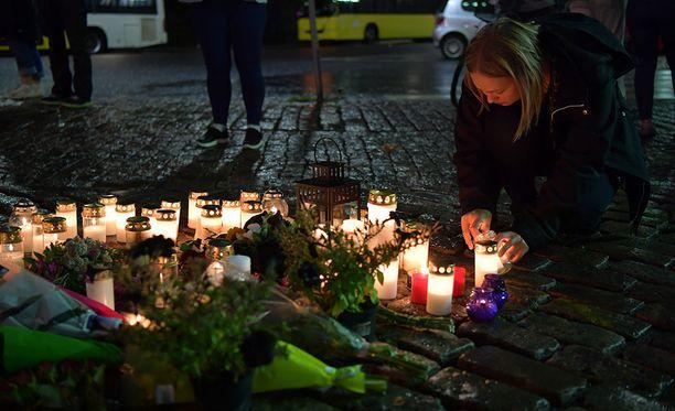 Toinen Turun Kauppatorilla tehdyssä iskussa kuolleista henkilöistä on Jehovan todistajiin kuulunut nainen.