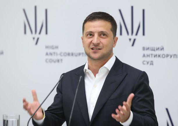 Volodymyr Zelenskyi jakaa mielipiteitä.