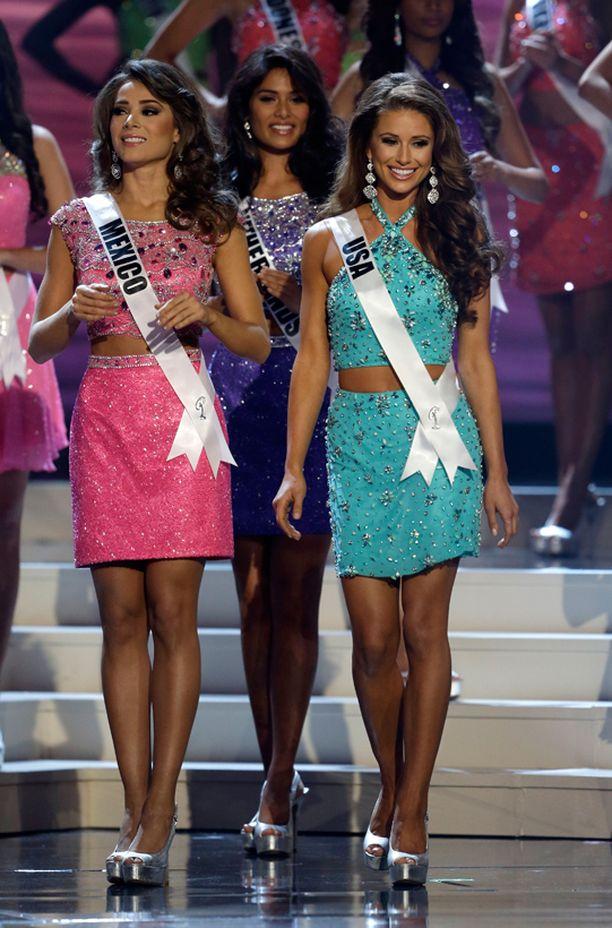 Miss USA Nia Sanchez (oik.) pääsi viiden parhaan joukkoon.