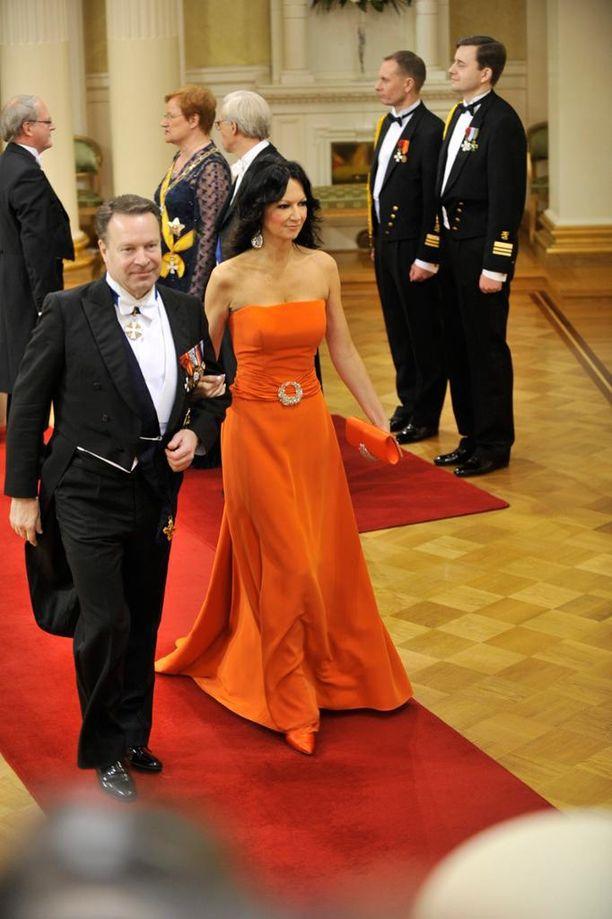 Vuonna 2010 Kiikko erottui joukosta oranssissa iltapuvussa.