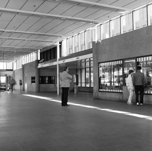 Kampin metroasema vuonna 1986.