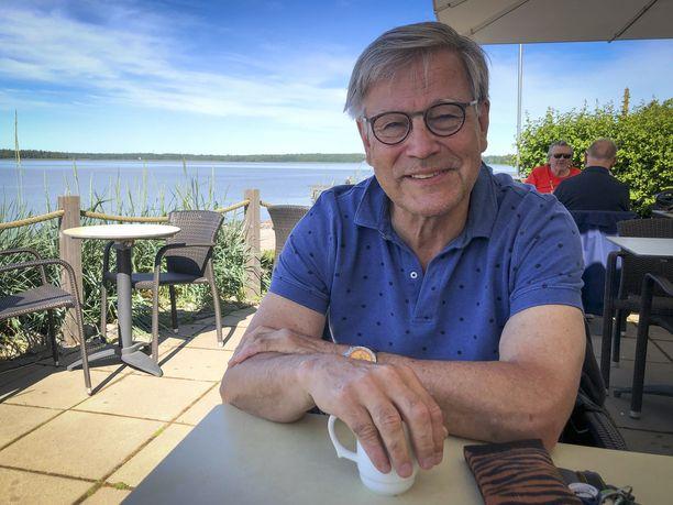Risto Nieminen viihtyy kesällä Helsingissä, mutta talvet hän viettää Rooman-kodissaan.