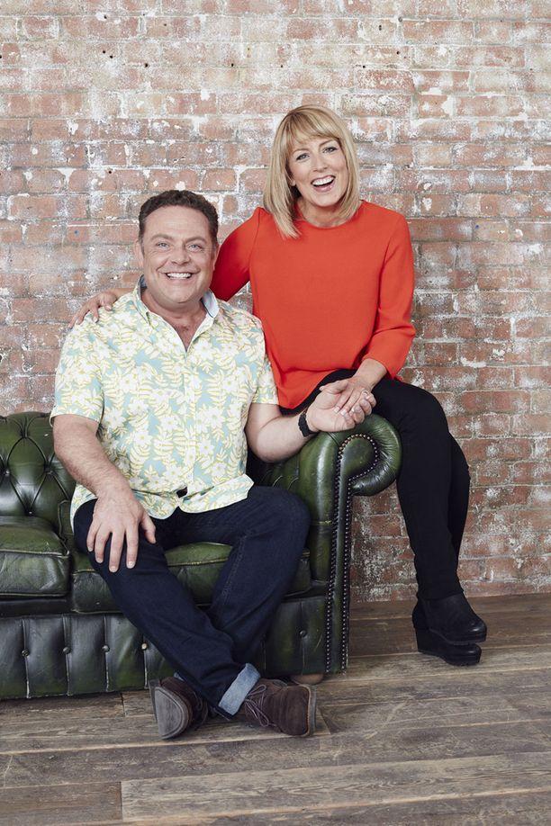 John Thomson ja Fay Ripley esittävät sarjassa Pete ja Jenny Giffordia.