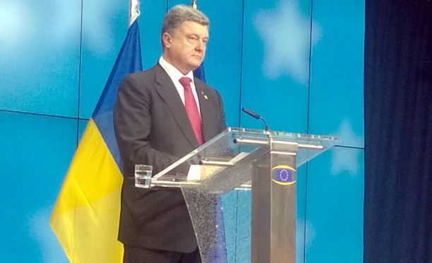 Presidentti Petro Poroshenko puhui Brysselissä perjantaina.