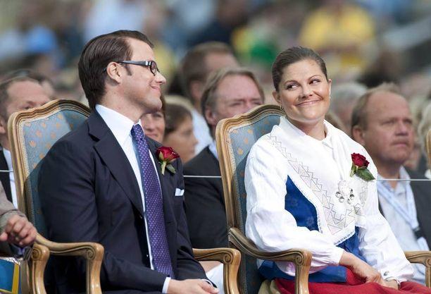 Prinssi Daniel on juhlinut Victoriansa rinnalla vasta vuodesta 2009 lähtien. Umpirakastunut pari oli kihlautunut aiemmin samana vuonna ja Daniel sai viimein virallisen kutsun tilaisuuteen.