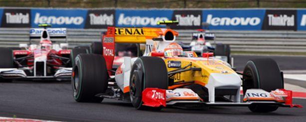 Nelson Piquet jr. pääsee Valenciassa myös Renaultin rattiin.