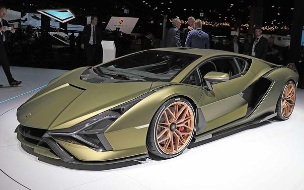 Matala ja särmikäs kuten Lamborghinin kuuluu ollakin.