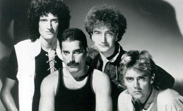 Bohemian Rhapsody pysyi Brittien singlelistan kärjessä yhdeksän viikkoa heti julkaisunsa jälkeen vuonna 1975 ja viisi viikkoa Freddie Mercuryn (toinen vas.) kuoleman jälkeen vuonna 1991.
