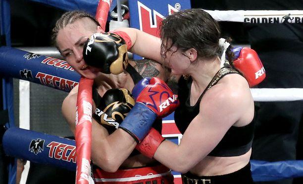 Katie Taylor jyräsi Eva Wahlströmin, mutta jakeli kehuja ottelun jälkeen.