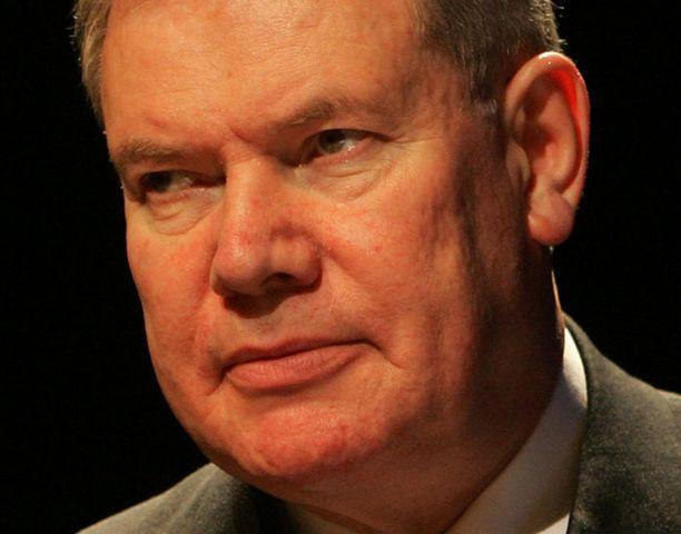 Paavo Lipponen putosi EU:n mutkikkaassa presidenttipelissä huolimatta vahvoista tukijoista.