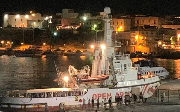 Alus oli eilen päässyt satamaan Italiassa Lampedusalla.