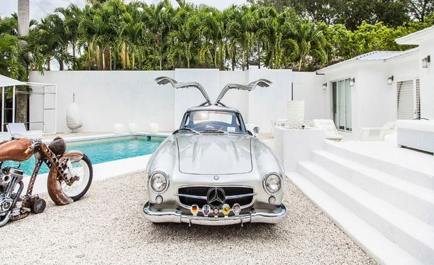 Tässä komeilee vuoden 1955 Mercedes 300SL Gullwing.