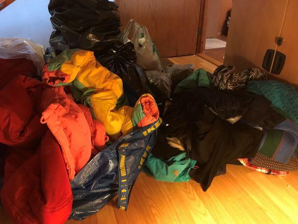 Hannele Kuronen haluaa kiittää kaikkia vaatteita lahjoittaneita henkilöitä, jotka haluavat auttaa kodittomia.