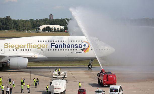 Saksan jalkapallomaajoukkuetta lennättänyt Lufthansa on mukana MM-kultahuumassa.