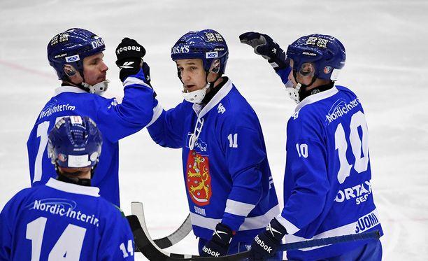 Markus Kumpuoja iski kolme maalia Suomen voitossa.