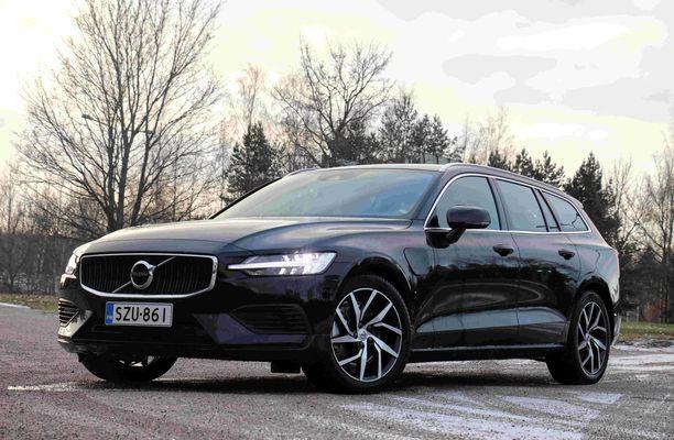 Volvo V60 näyttää edestä katsottuna likimain samalta kuin iso V90 - etu tai haitta - jokainen päättää itse.