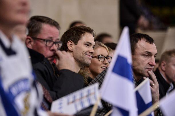 KANNATTAJA Petteri Koponen kannusti Jokereita Moskovassa. Koponen pelaa moskovalaisessa Himki BK:ssa.