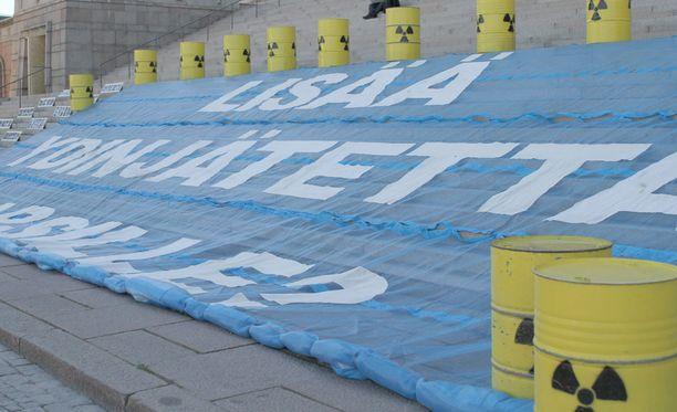 Greenpeacen mielenosoitus ydinvoimaa vastaan vuodelta 2011. Arkistokuva.