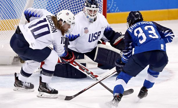 Michelle Karvinen iski kaksi maalia venäläisten verkkoon. Kuva Yhdysvallat-ottelusta.