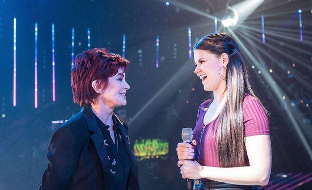 Sharon Osbourne oli perjantaina mukana Saara Aallon esityksen harjoituksissa.
