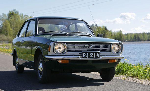 Tyypillinen 70-luvun alun auto, Toyota Corolla.