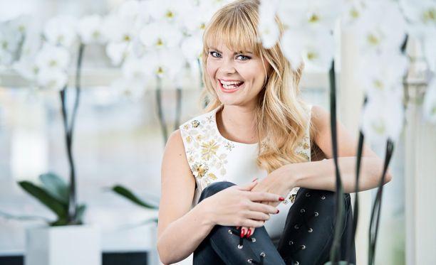 Erika Vikman on ihastuttanut vaaleassa hiusvärissä.