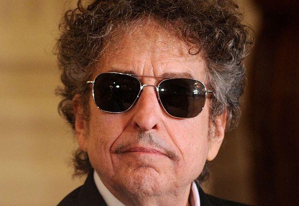 Bob Dylan kiistää syytökset.
