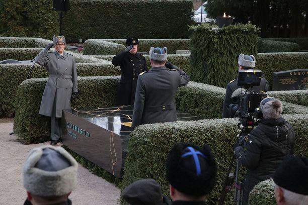 Hautamuistomerkki julkistettiin sunnuntaina Hietaniemessä.