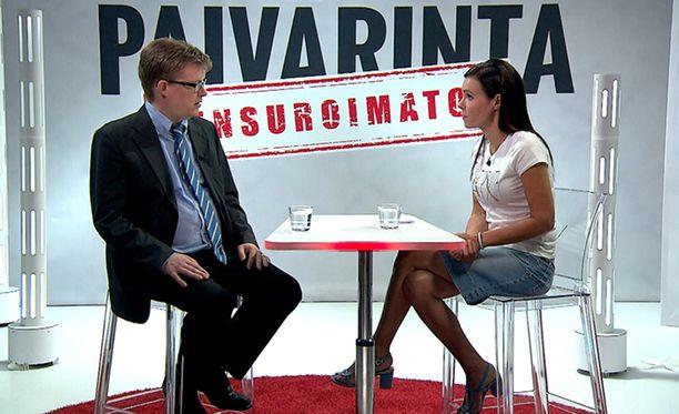 Ville Hoikkala kommentoi poliisin epäiltyä rasismia Sensuroimaton Päivärinta -studiossa.