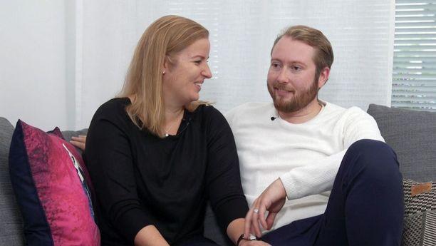 Tiina ja Samuel asuvat yhdessä Vantaalla.