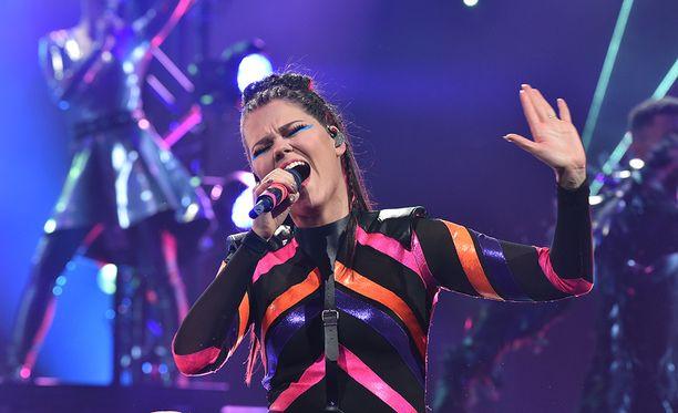 Saara Aalto edustaa Suomea Lissabonin Euroviisuissa Monsters-kappaleellaan.