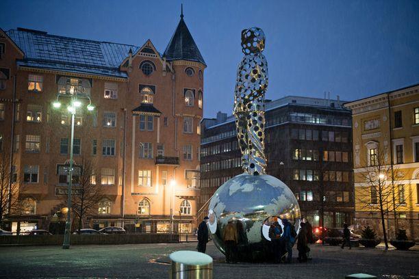 Pekka Kauhasen veistos Valontuoja paljastetaan talvisodan alkamisen muistopäivänä 30.11.2017. Helmikuussa 2013 hankkeen budjetiksi määriteltiin 1,35 miljoonaa euroa, joka jaettiin tasan valtion, Helsingin kaupungin ja Talvisotayhdistyksen kesken.