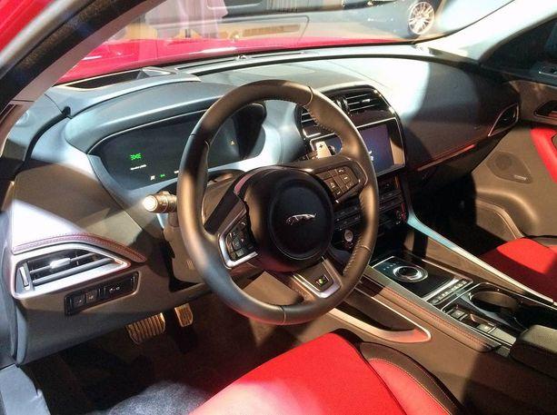 Jaguarin tapaan mittaristo on täysin digitaalinen ja pimeänä, kun virta ei ole päällä.