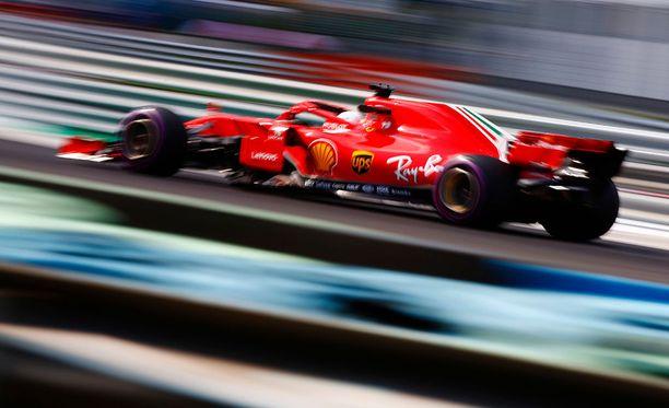 Sebastian Vettel oli vakuuttava Unkarin GP:n perjantaiharjoituksissa.
