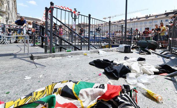 Torinon paniikista jäi siivottavaksi iso sekamelska.