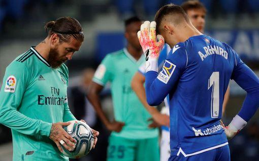 Real Madrid kiilasi ohi Barcelonan - VAR-tuomioista nousi poru