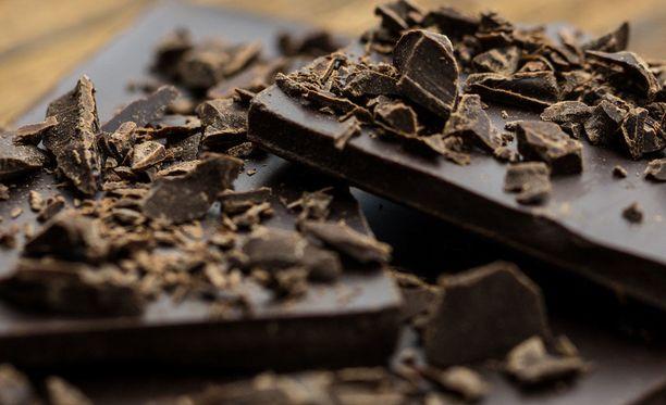 Koska tummassa suklaassa on paljon kaloreita, pari palaa on juuri sopiva herkutteluannos.