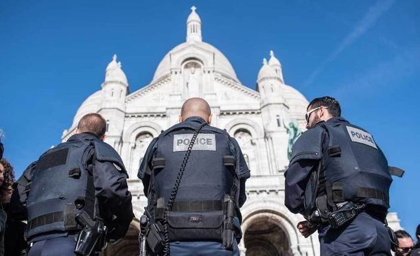Ranskan poliisi on vartioinut sunnuntaina useita turistikohteita Pariisissa.