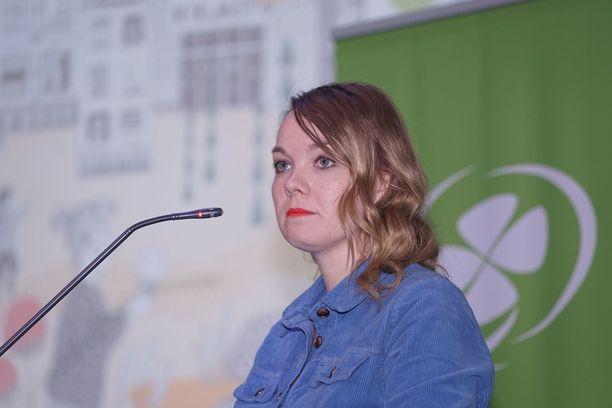 Keskustajohtaja Katri Kulmunin viestintäkoulutus pantiin maksettavaksi valtion rahoista.