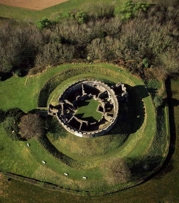 Restormel Castle ilmakuvassa,