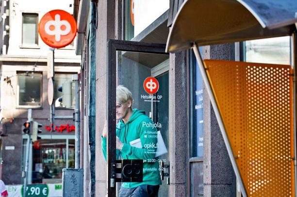 OP ja Nordea eivät aio periä jatkossakaan asiakkaiden talletuksista maksuja.