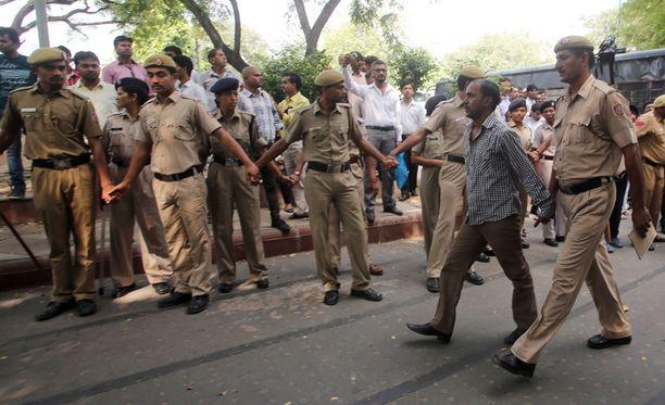 Singhia vietiin syyskuussa 2013 oikeuden eteen.
